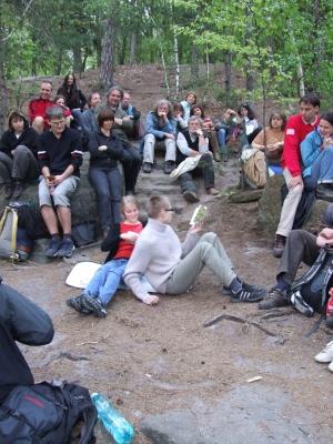 Vyhlídka na Říp u hradu Houska 1. máje 2010 a první čtení zknihy Jaroslava Balvína Mácha: Deníky pro účastníky máchovského putování O noci, hvězdách a touze.